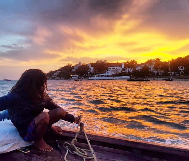 dhow sunset cruise lamu